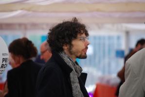 Damien Aubel, modérateur des plateaux littéraires du festival
